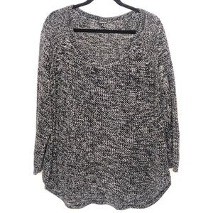 Torrid black and white marbled sweater Size 4